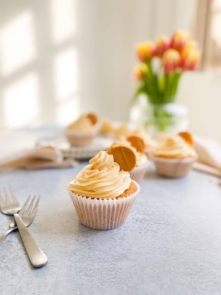 caramelised white chocolate cupcakes