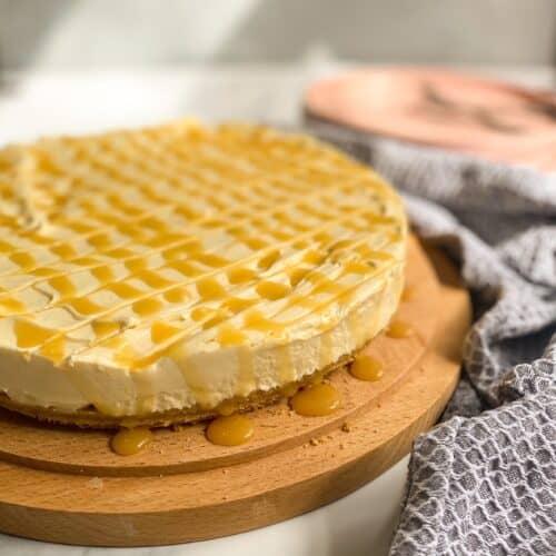 cheesecake on wooden platter