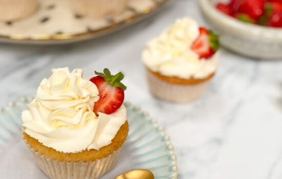 Easy Strawberries and Cream Cupcakes